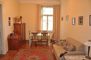 Современная квартира в центре Львова, 3х-комнатная, 002