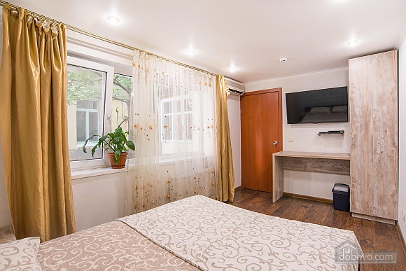 Separate suit in a hostel for 2, Studio (90037), 002