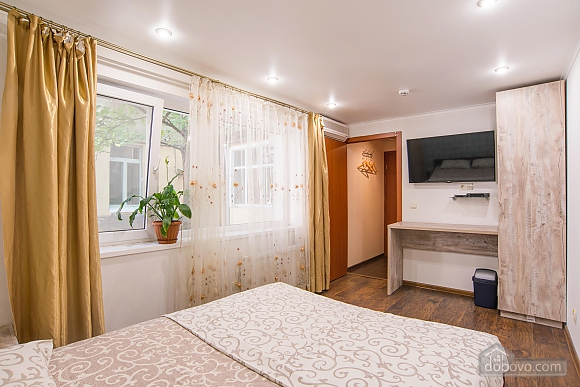 Separate suit in a hostel for 2, Studio (90037), 003