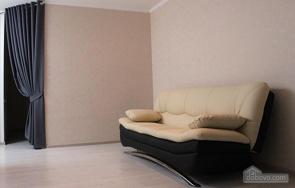 Квартира в центре, 2х-комнатная (23280), 002