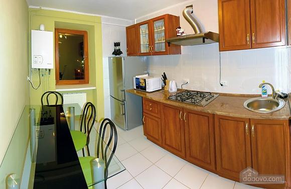 Удобная квартира в Трускавце, 3х-комнатная (23741), 002