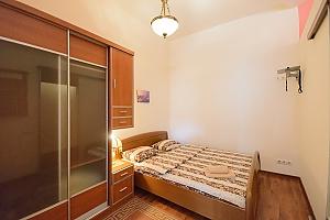 One bedroom apartment on Mykhailivska (112), Zweizimmerwohnung, 001