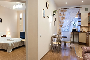 Bright flat on Podil, Monolocale, 001
