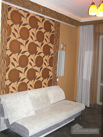Квартира в самом центре, 2х-комнатная (30665), 002