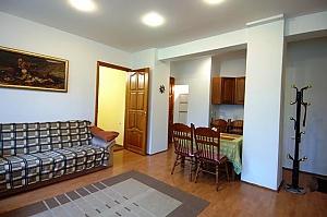 Трикімнатна квартира на Франка (125), 3-кімнатна, 001