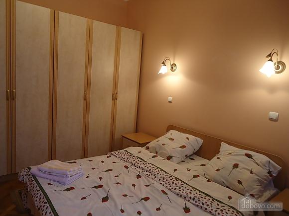 Квартира в центре, 2х-комнатная (87929), 001