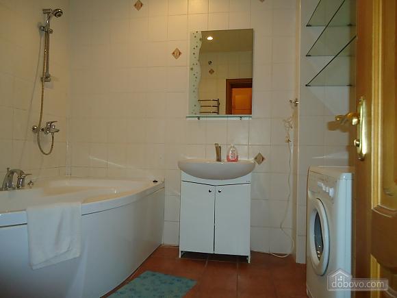 Квартира в центре, 2х-комнатная (87929), 012