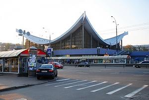 Near Druzhby Narodiv Metro Station, Studio, 010