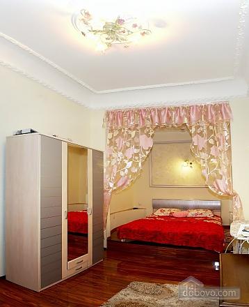 Шикарная квартира в центре, 3х-комнатная (42528), 003