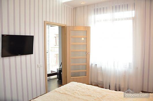 Люкс із балконом у самому центрі, 2-кімнатна (23604), 002