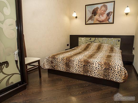 Квартира VIP, 2х-комнатная (77687), 002