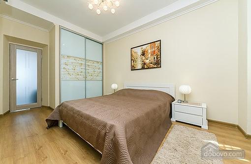 Свіжа квартира в центрі, 2-кімнатна (40178), 001