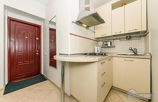 Свіжа квартира в центрі, 2-кімнатна (40178), 005