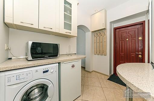 Свіжа квартира в центрі, 2-кімнатна (40178), 007