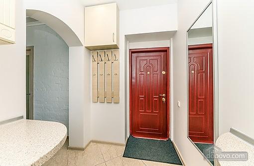 Свіжа квартира в центрі, 2-кімнатна (40178), 011