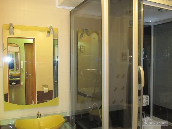 Комфортабельная квартира с евроремонтом в центре, 1-комнатная (77323), 003