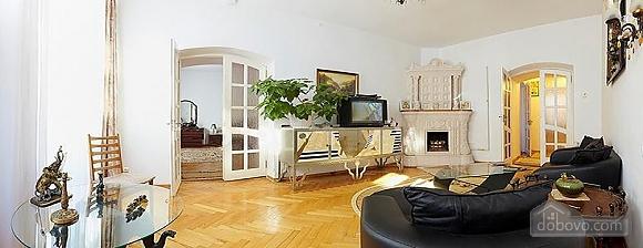 Near Rynok Square, Two Bedroom (89435), 003