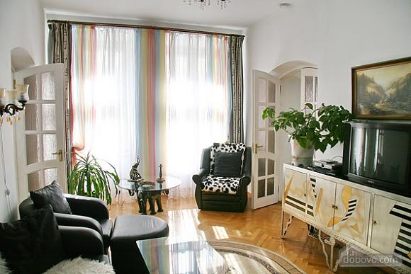 Near Rynok Square, Two Bedroom (89435), 002