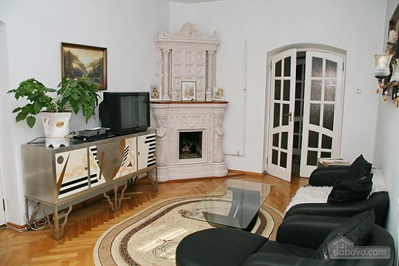 Near Rynok Square, Two Bedroom (89435), 001