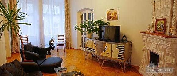 Near Rynok Square, Two Bedroom (89435), 005