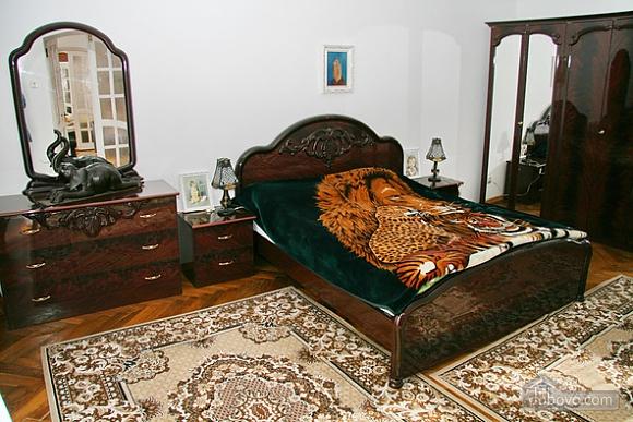 Near Rynok Square, Two Bedroom (89435), 006