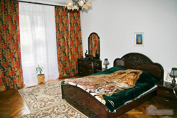Near Rynok Square, Two Bedroom (89435), 007