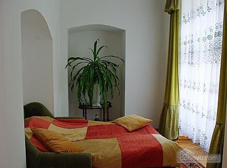 Near Rynok Square, Two Bedroom (89435), 008