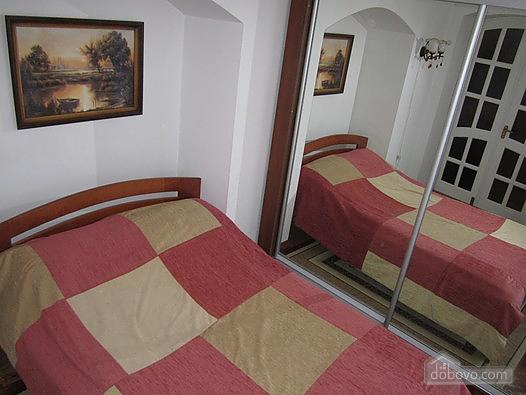 Near Rynok Square, Two Bedroom (89435), 010