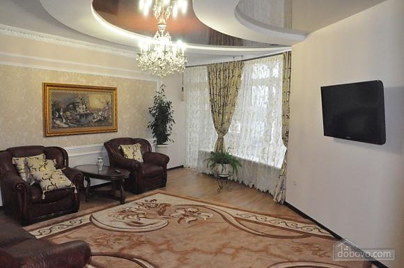 Затишна квартира в центрі, 2-кімнатна (51730), 001