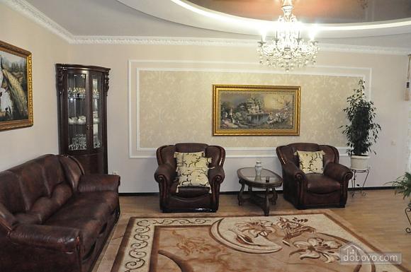 Затишна квартира в центрі, 2-кімнатна (51730), 002