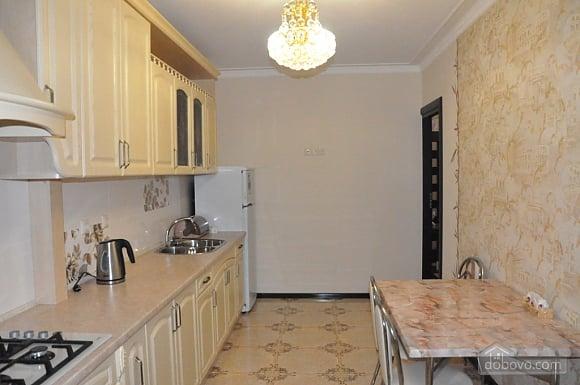 Затишна квартира в центрі, 2-кімнатна (51730), 005