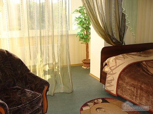 Квартира с евроремонтом возле стадиона, 1-комнатная (62174), 001
