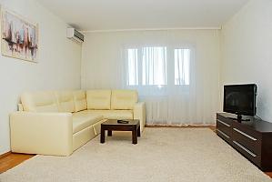 Снять квартиру посуточно на Позняках улица Гмыри, 2х-комнатная, 001