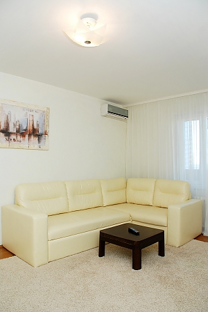 Снять квартиру посуточно на Позняках улица Гмыри, 2х-комнатная, 002