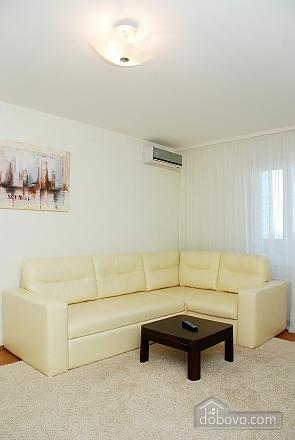 Снять квартиру посуточно на Позняках улица Гмыри, 2х-комнатная (11601), 002