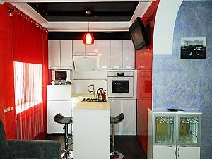 Затишна і зручна квартира в центрі, 2-кімнатна, 004