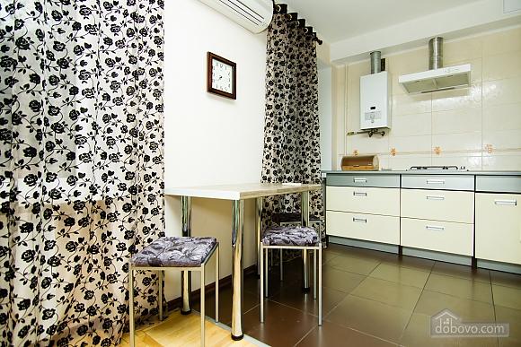 Квартира с хорошим ремонтом в центре Харькова, 2х-комнатная (77438), 004