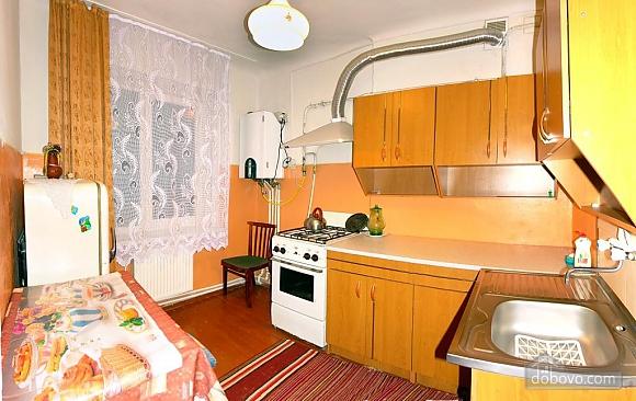 Уютная квартира недалеко от бювета, 2х-комнатная (19677), 001