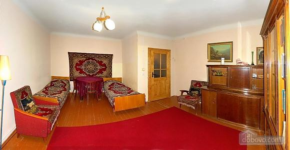 Уютная квартира недалеко от бювета, 2х-комнатная (19677), 004