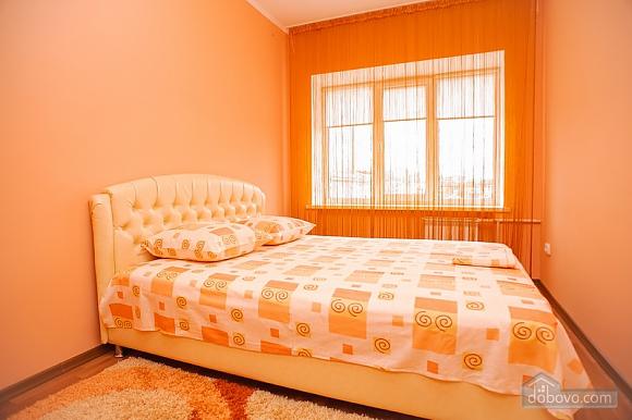 Квартира в центре города возле театра, 2х-комнатная (39626), 001