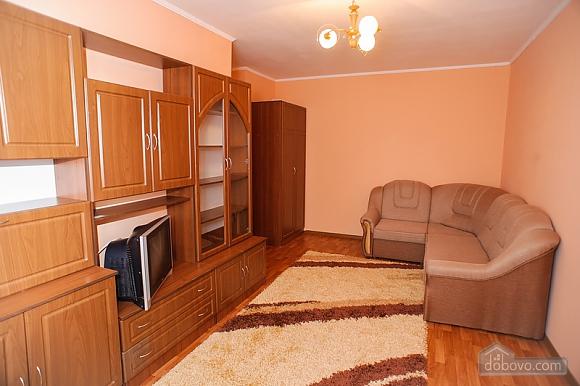 Квартира в центре города возле театра, 2х-комнатная (39626), 002
