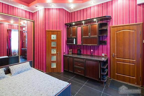 Квартира c дизайнерским ремонтом возле площади Рынок, 1-комнатная (10123), 001