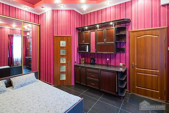 Квартира c дизайнерским ремонтом возле площади Рынок, 1-комнатная (10123), 010