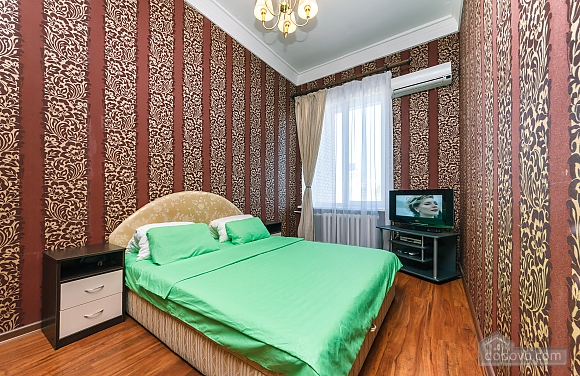 Видовая квартира в центре, 2х-комнатная (13632), 001