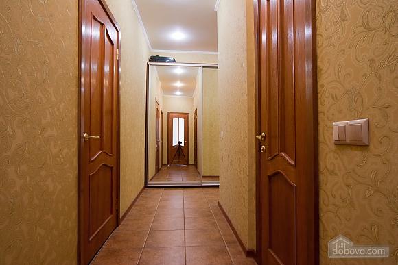 Видовая квартира в центре, 2х-комнатная (13632), 011