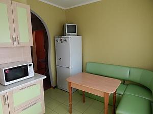 Apartment on Lukianivka, One Bedroom, 004