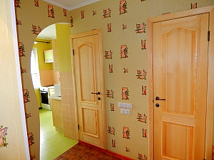 Apartment on Lukianivka, One Bedroom, 008