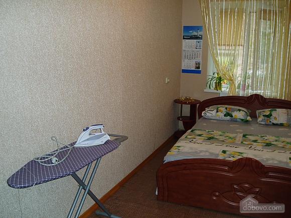 Затишна квартира в Приморському районі, 2-кімнатна (34876), 002