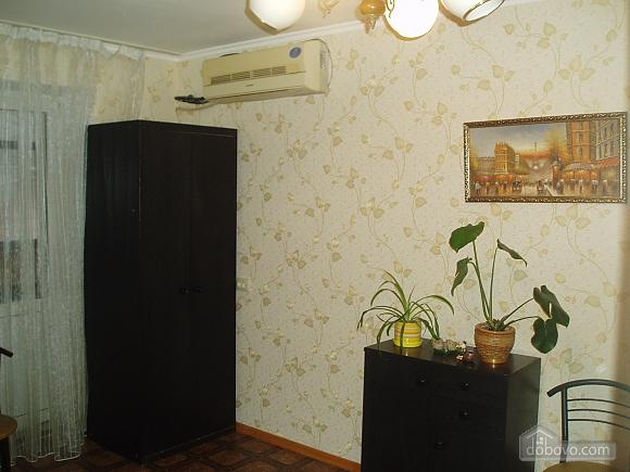 Затишна квартира в Приморському районі, 2-кімнатна (34876), 006
