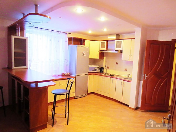 Стильна квартира в центрі, 2-кімнатна (77700), 008